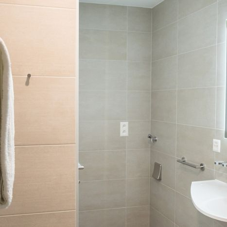 Hotel and guesthouse La Croix Blanche in Posieux - appartements - bathroom
